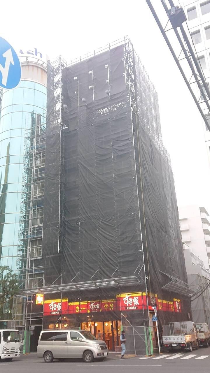 横浜市関内駅前 足場施行事例