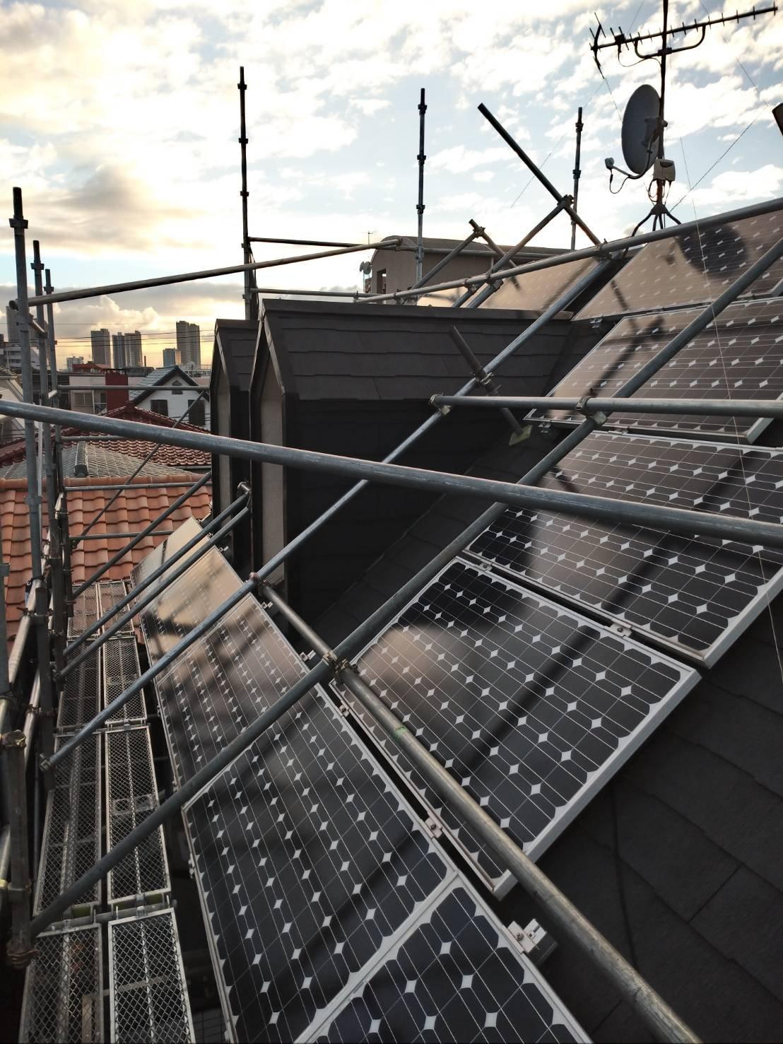 野崎工事 足場工事施工事例               東京都世田谷区                                  屋根足場 太陽光 屋根葺き替え