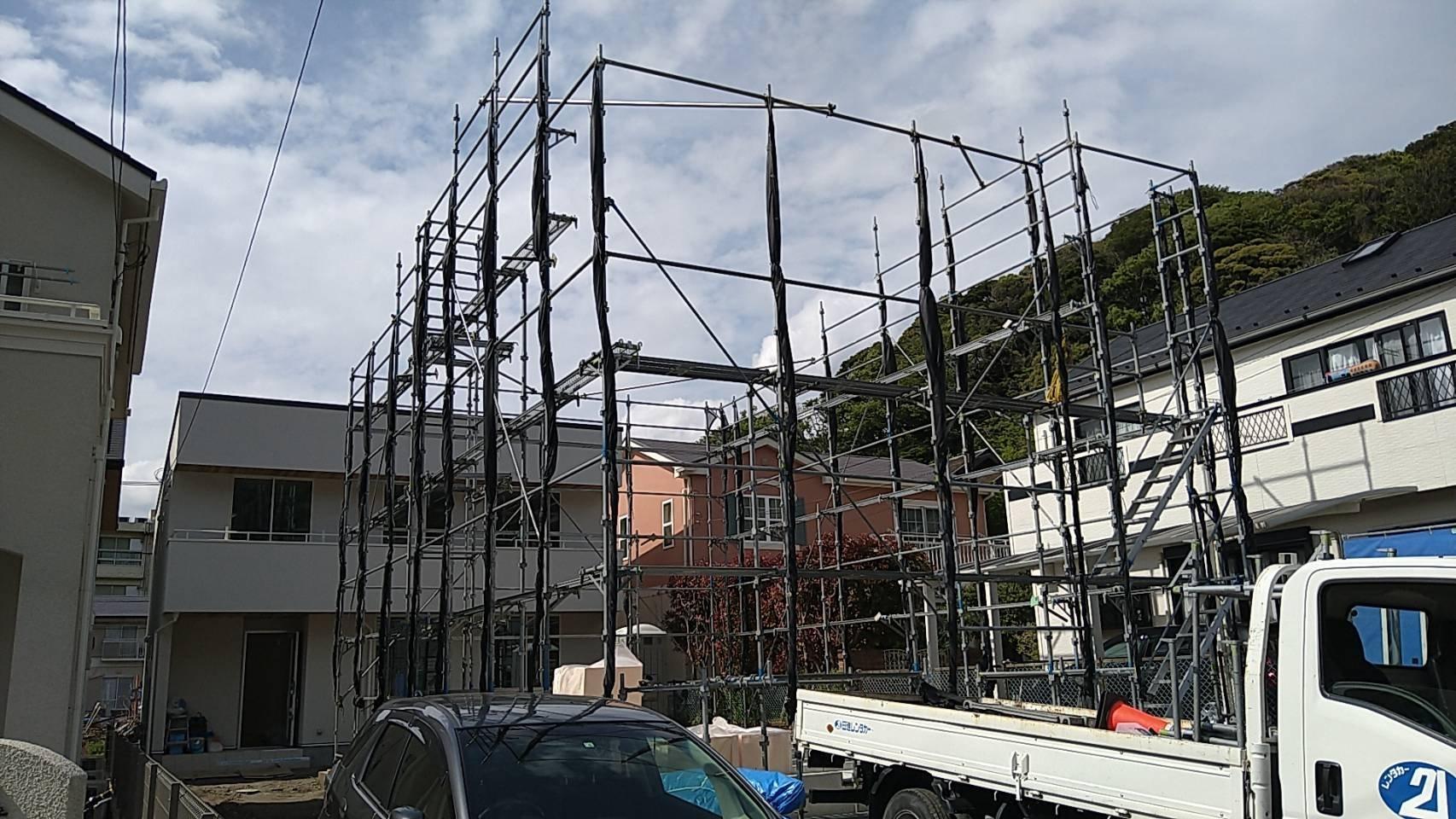 野崎工業 神奈川県逗子市 足場工事 施工事例 新築 先行足場