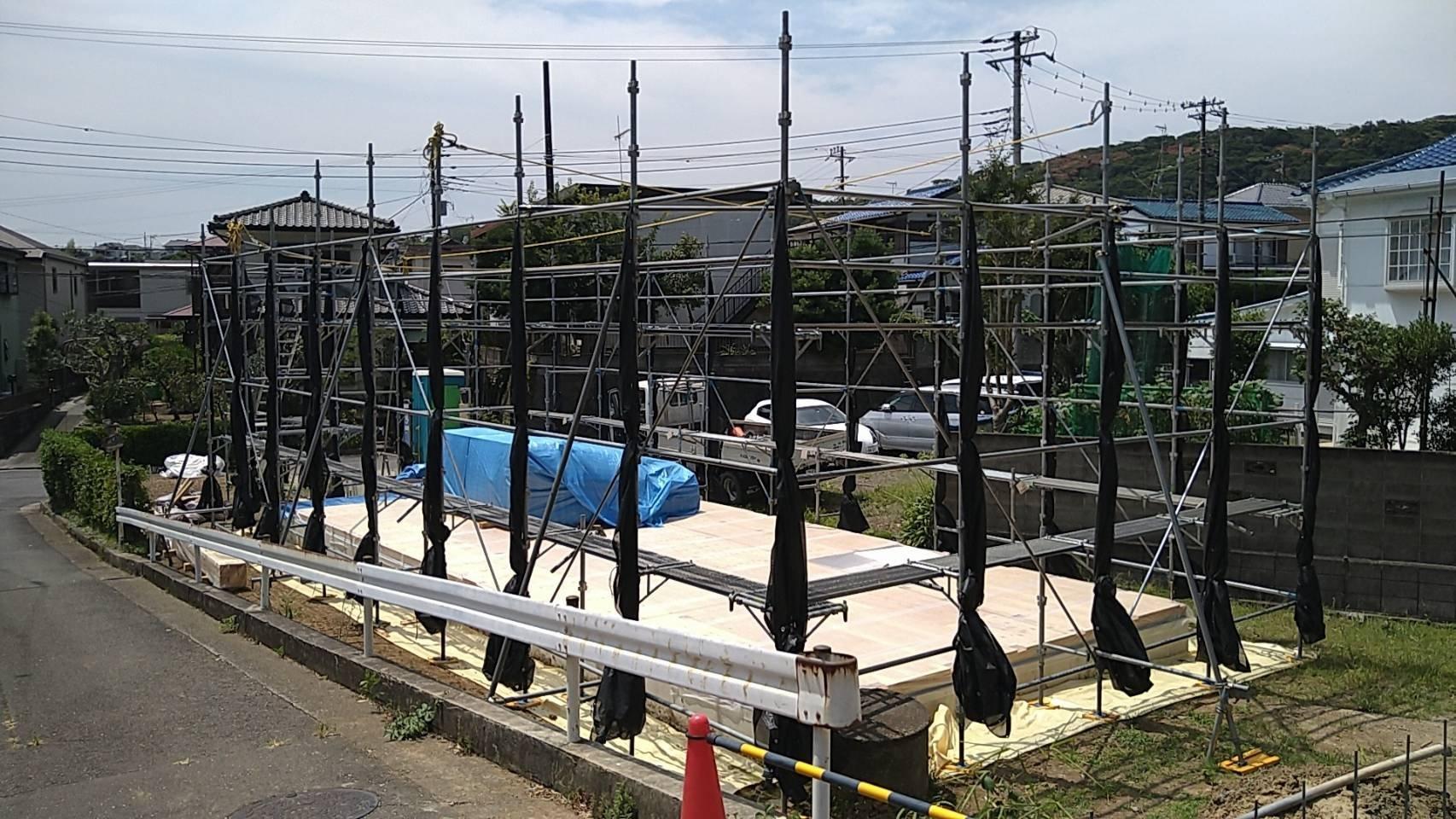 神奈川県横須賀市小原台 足場工事施工事例 新築 先行足場