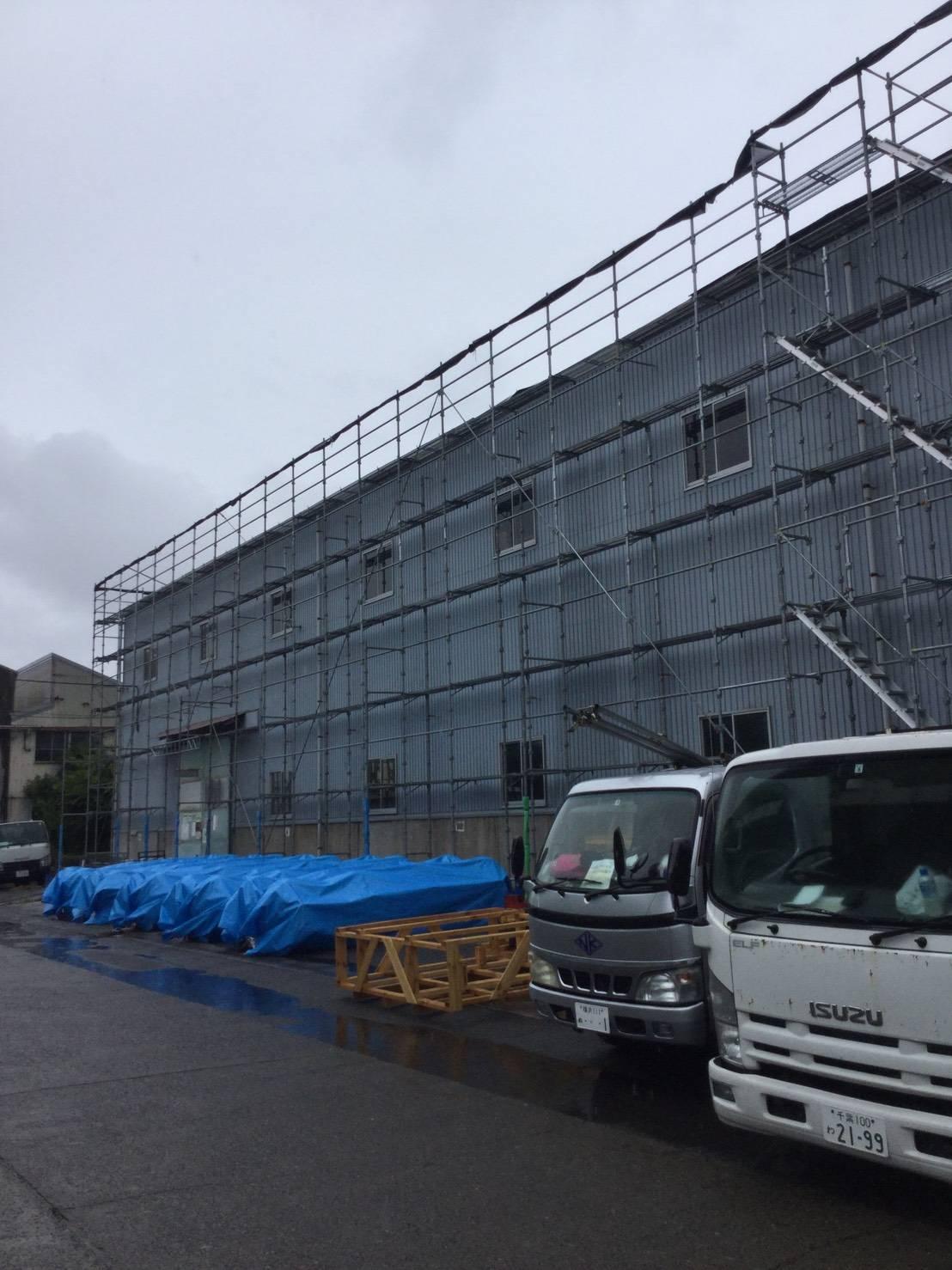 9月 横浜市金沢区  工場 屋根 外壁補修用足場工事
