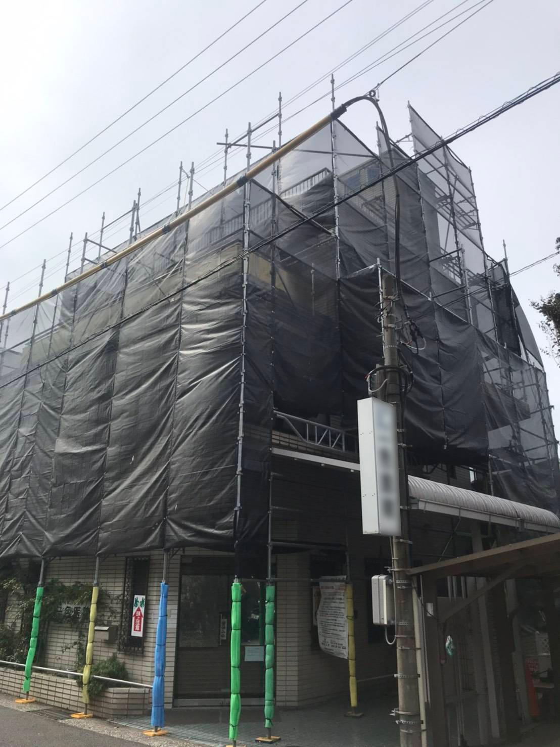 10月 逗子市病院 外壁塗装用足場工事