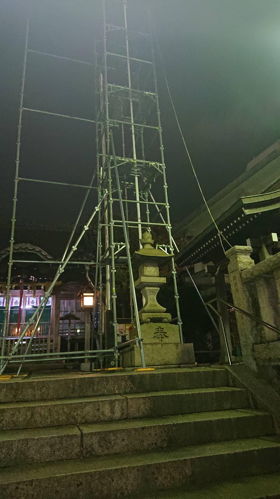 横須賀市 横須賀中央駅 諏訪神社の電柱塗装用の足場工事